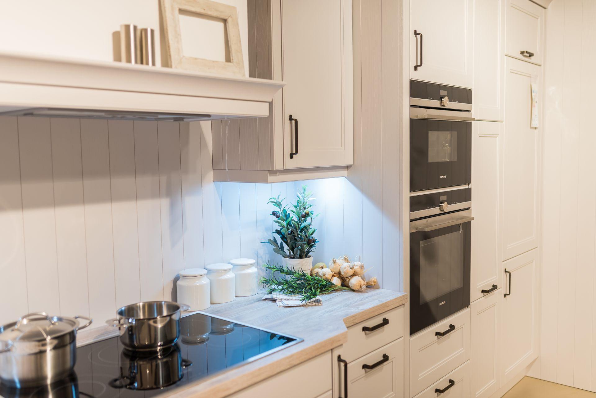 Atemberaubend Küchenwand Zubehör Uk Ideen - Ideen Für Die Küche ...